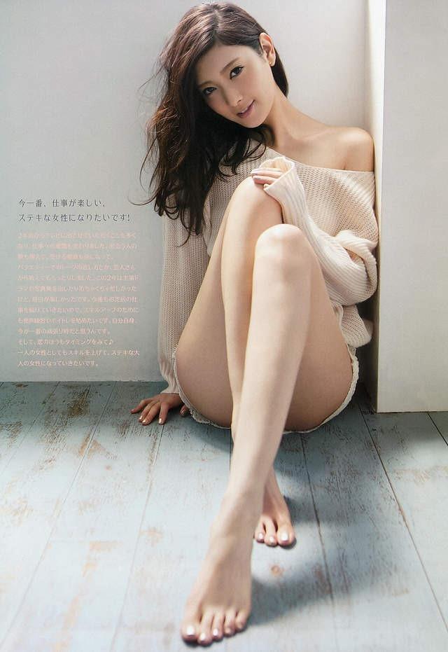 日本十大平胸美女,菜菜绪性感平胸完全不输巨乳