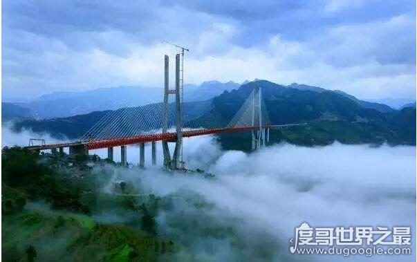 世界上最高的桥梁,北盘江大桥高565米(中国最牛大桥盘点)