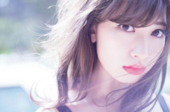 AKB48成员小嶋阳菜毕业演唱会,12年回忆泪洒现场