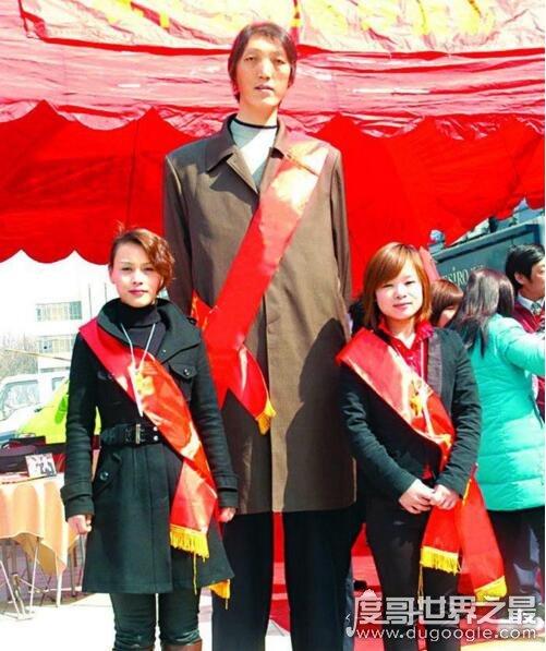 中国十大巨人,巨人赵亮比姚明高一个头(2.46米)