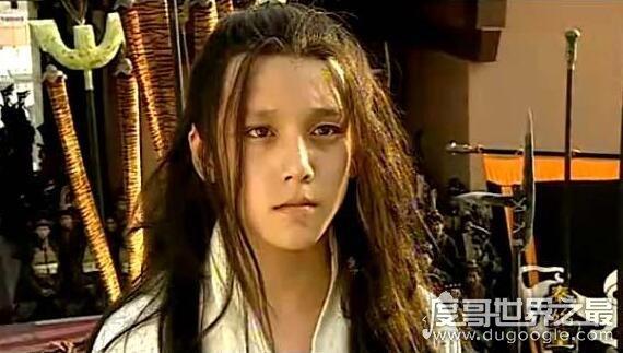 小秦始皇扮演者翁斐然,曾经自带王者霸气如今也长残了