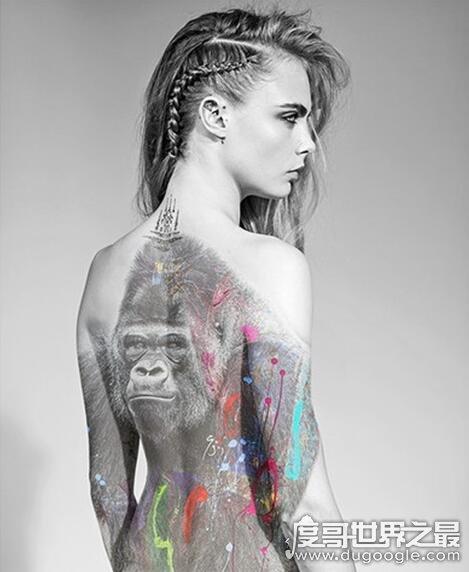卡拉·迪瓦伊退出超模界,进演艺圈后全裸拍宣传照片