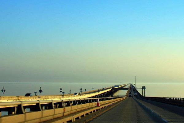 世界最长湖桥:庞恰特雷恩湖堤道