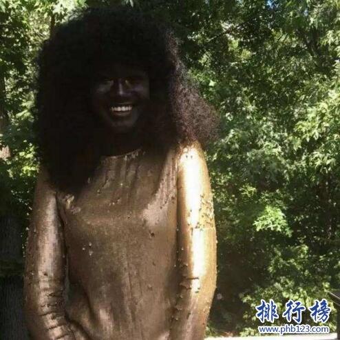 世界上最黑的女人是谁:KhoudiaDiop,夜晚出门等于隐身
