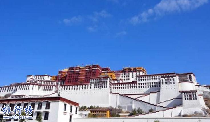 导语:中国佛教文化历史渊源流长,中国有很多人都是信奉佛教的于是全国就有很多古山,寺庙以及古人后来修建的古建筑文化遗迹,那么你知道中国有哪些佛教圣地吗?今天西赤网小编盘点了中国五大佛教圣地,一起来了解一下吧!    中国五大佛教圣地:五台山、普陀山、布达拉宫、峨眉山、九华山    五、九华山    地址:安徽省池州市青阳县    著名景点:化城寺、天台寺、祇园寺、芙蓉峰    九华山位于安徽青阳县是中国五大佛教圣地之一,是地藏菩萨道场主要的山峰有天柱峰、芙蓉峰、十王峰等5座著名山峰,另外这里文化古迹众多其中保存完好的有月身宝殿、慧居寺、百岁宫等建筑佛像1500多尊还收藏了明万历皇帝颁赐的圣旨以及藏经和玉印等文物物件1300多件。    四、峨眉山    地址:中国四川省乐山市峨眉山市    景点:大峨山、二峨山、三峨山、四峨山    峨眉山位于四川峨眉山市这里是普贤菩萨的道场,这里生物种类繁多稀有动物有2300多种,植物有3200多种资源十分丰富另外还有一些佛教文化的遗迹其中包括报国寺、伏虎寺、洗象池、龙门洞、舍身崖、峨眉佛光等法器还有佛像、绘画等具有强烈的宗教文化气息,这里美景迷人是知名的旅游圣地。    三、布达拉宫    位置:西藏自治区拉萨市    著名景点:寝宫、佛殿、灵塔殿、德央厦    布达拉宫位于西藏拉萨市玛布日山是世界上最庞大最古老的古建筑群,布达拉宫气势磅礴是藏式建筑的代表,最初是吐蕃王朝松赞干布为迎娶尺尊公主和文化公主一起修建的,成为了佛教圣地,也被称为观世音菩萨的第二普陀山这里保存着很多珍贵的文物。    二、普陀山    位置:浙江省舟山市普陀区    著名景点:南海观音大佛、短姑圣迹、普济禅寺    普陀山位于舟山市普陀区是中国五大佛教圣地是观音菩萨教化众生的道场,这里有1390个小岛屿形似苍龙卧海是国家知名的旅游风景区,这里有4大寺100多庵139茅蓬4600多僧侣等具有佛教气息的文化遗迹,来这里有很多知名景观包括短姑圣迹、梅湾春晓、法华灵洞、南天门等多个古典文化遗迹,这里经常举办香火节被称为中国五大佛教圣地之一,主要以神奇和神圣享誉海内外。    一、五台山    位置:山西省忻州市    景点:锦绣峰、翠岩峰、圆照寺、南山寺    五台山位于山西忻州市是中国唯一一个青庙黄庙共处的佛教道场,这里有寺院近50处,台内39处曾经有多个朝代的皇帝前来跪拜,主要自然景观有望海峰、叶斗峰等5个山峰,另外还有一些古建筑文化遗迹包括佛光寺、菩萨顶、金阁寺等15个重点文化保护单位,佛像3万多尊主要是一些菩萨、罗汉、护法神等类型成为国家知名旅游景点。    结语:以上就是西赤网小编为大家盘点的中国五大佛教圣地,这里有很多具有佛教代表的古建筑遗迹,是人们前来跪拜祈福的圣地,如果你也是佛教信仰者可以前去参观游览。