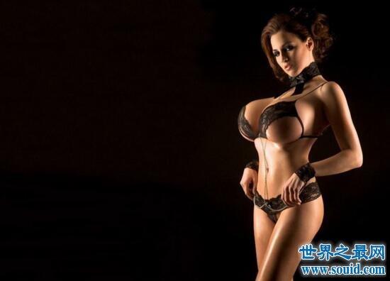 巨乳小姐乔丹·卡佛,魔鬼身材M罩杯竟还玩拳击